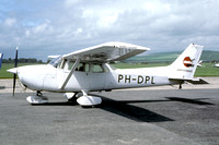 Delta Phot Reims/Cessna F172N Skyhawk PH-DPL at Shoreham (1986)