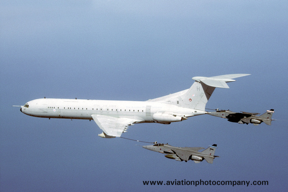 The Aviation Photo Company: Latest Additions &emdash; RAF 101 Squadron Vickers VC-10 K.3 ZA149 with two SEPECAT Jaguar GR.1s Air to Air (2002)