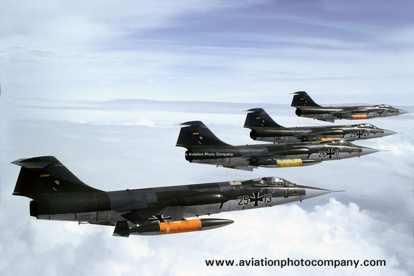 The Aviation Photo Company: Latest Additions &emdash; West German Air Force JBG32 Lockheed F-104G Starfighter 25+13 Air to Air (1982)