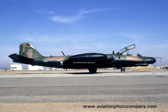 The Aviation Photo Company: Latest Additions &emdash; USAF Martin B-57G Canberra 53-3928 (1974)