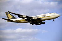 Singapore Airlines Boeing 747-400 9V-SML
