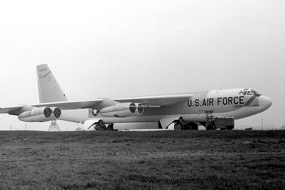 The Aviation Photo Company: B-52 Stratofortress (Boeing) &emdash; USAF Boeing B-52H 60-0005 (1964)