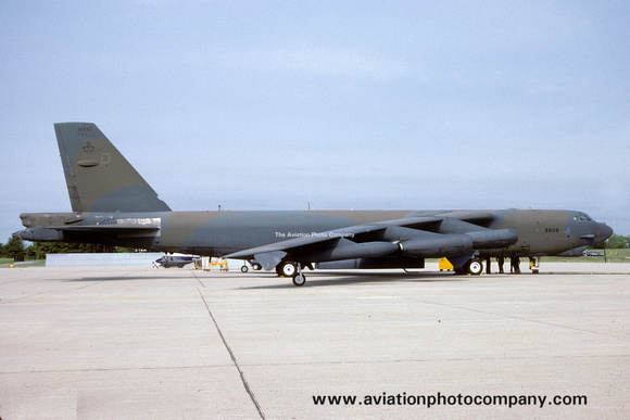 The Aviation Photo Company: B-52 Stratofortress (Boeing) &emdash; USAF 97 BW Boeing B-52G Stratofortress 57-5609 (1991)
