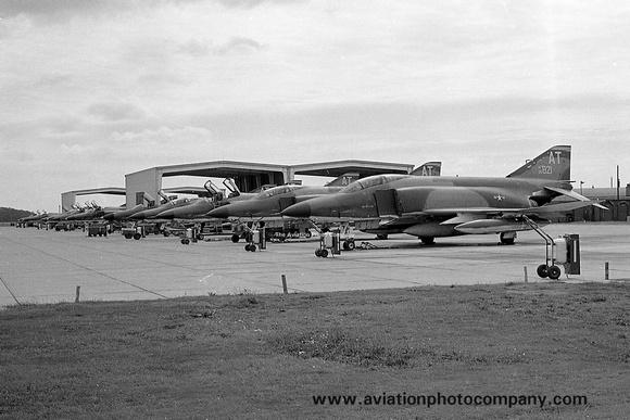 The Aviation Photo Company: F-4 Phantom (McDonnell) &emdash; USAF 10 TRW McDonnell RF-4C Phantom 65-0821/AT (1970)