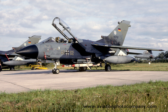 The Aviation Photo Company: Latest Additions &emdash; West German Navy MFG2 Panavia Tornado 45+52 (1988)