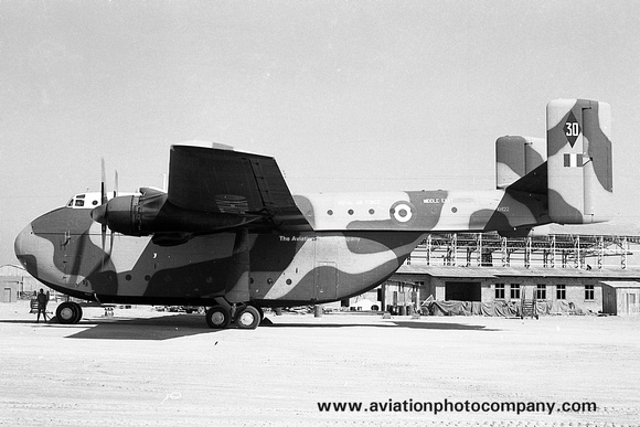 The Aviation Photo Company: Beverley (Blackburn) &emdash; RAF 30 Squadron Blackburn Beverley C.1 XH122 (1967)