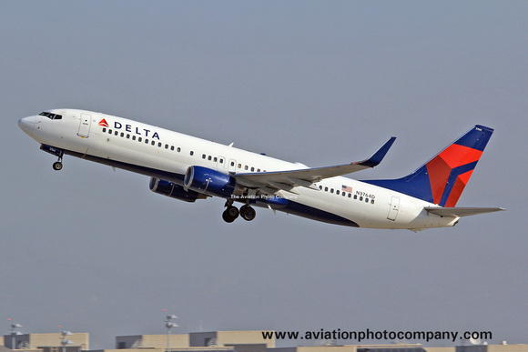 The Aviation Photo Company: Latest Additions &emdash; Delta Airlines Boeing 737-800 N3764D at Los Angeles IAP (2014)