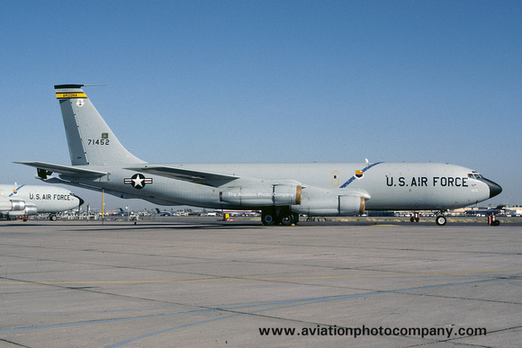 The Aviation Photo Company: Latest Additions &emdash; USAF Arizona ANG 197 ARS Boeing KC-135E Stratotanker 57-1452 (1983)
