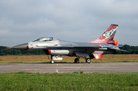 Dutch AF 322 Squadron GD F-16AM J-006 at the Volkel Airshow (2013)