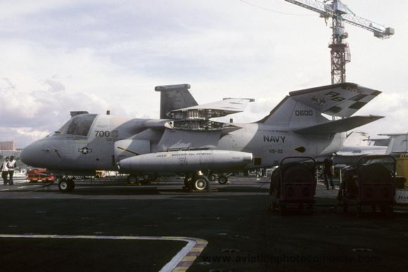 The Aviation Photo Company: S-3 Viking (Lockheed) &emdash; US Navy VS-32 Lockheed S-3B Viking 160600/AB-700 on board USS Theodore Roosevelt (2000)