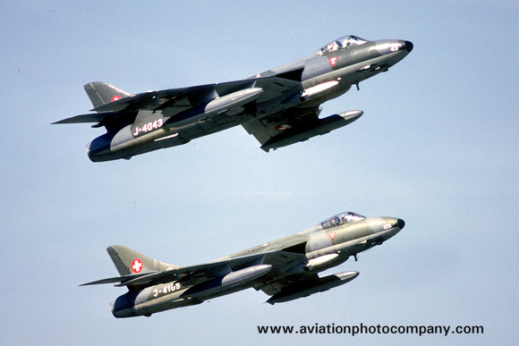 The Aviation Photo Company: Latest Additions &emdash; Swiss Air Force Hawker Hunter F.58s J-4043 and J-4105 (1985)
