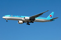 Korean Air Boeing 777-300ER HL8275 at Los Angeles IAP (2013)