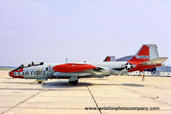 The Aviation Photo Company: Latest Additions &emdash; USAF Martin EB-57E 55-4253 (1972)