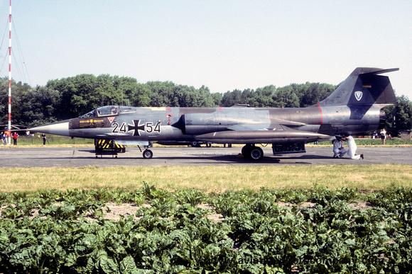 The Aviation Photo Company: Latest Additions &emdash; West German AF TGP11 Lockheed F-104G Starfighter 24+54 (1984)