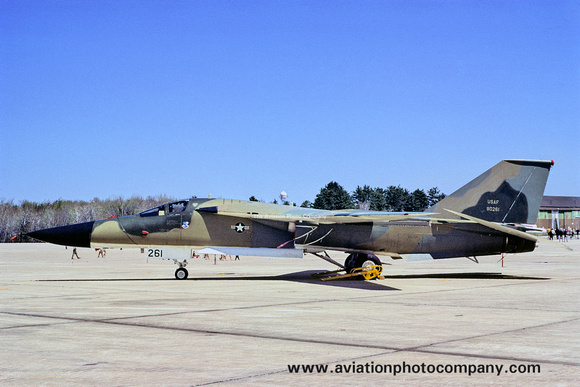The Aviation Photo Company: F-111/EF-111 Aardvark/Raven (General Dynamics) &emdash; USAF 509th Bomb Wing GD FB-111A 68-0261 (1971)