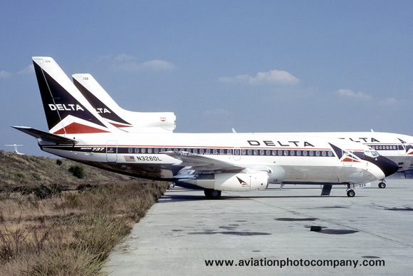 The Aviation Photo Company: Latest Additions &emdash; Delta Airlines Boeing 737-200 N326DL (1984)