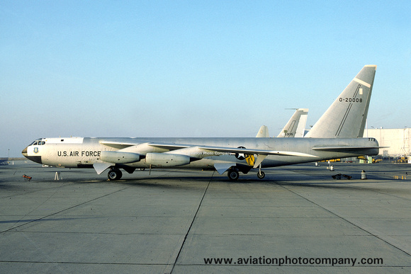 The Aviation Photo Company: B-52 Stratofortress (Boeing) &emdash; USAF AFFTC Boeing NB-52D 52-0008 (1975)