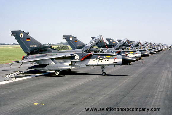 The Aviation Photo Company: Latest Additions &emdash; West German Navy MFG1 Panavia Tornado 43+72 (1985)