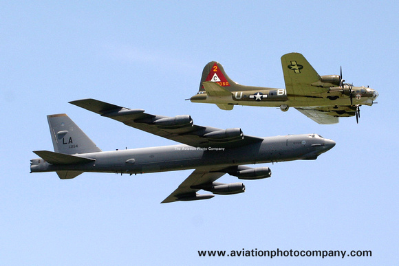 The Aviation Photo Company: B-52 Stratofortress (Boeing) &emdash; USAF 2nd Bomb Wing Boeing B-52H 60-0054/LA in formation with B-17 Flying Fortress (2006)