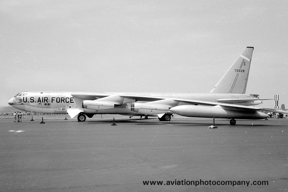The Aviation Photo Company: B-52 Stratofortress (Boeing) &emdash; USAF 17th Bomb Wing Boeing B-52E 57-0028 (1965)
