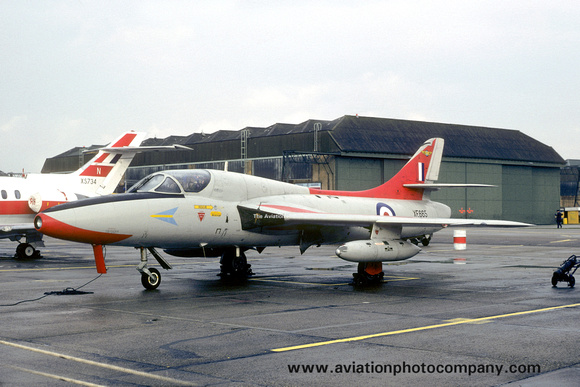 The Aviation Photo Company: Latest Additions &emdash; RAF 208 Squadron Hawker Hunter T.8C XE665 (1980)