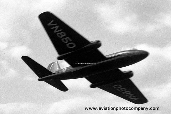 The Aviation Photo Company: Latest Additions &emdash; RAF English Electric Canberra VN850 (1950)