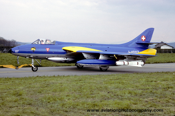 The Aviation Photo Company: Latest Additions &emdash; Swiss Air Force Hawker Hunter F.58 J-4007 (1989)